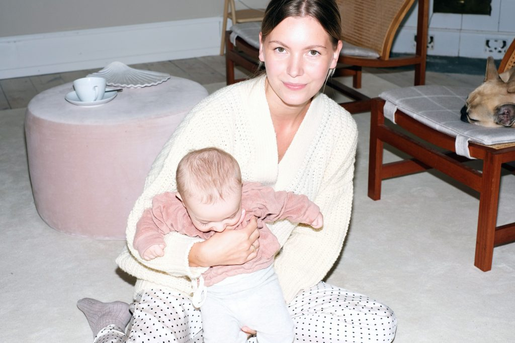 To_The_Moon_Honey_Mamma_Profil_Anna_Engstrøm_Engstroem_Fødselsberetning_Fødsel_smertefri_fødsel_Yoga_Fødselsberetning_ung_mor_amning_