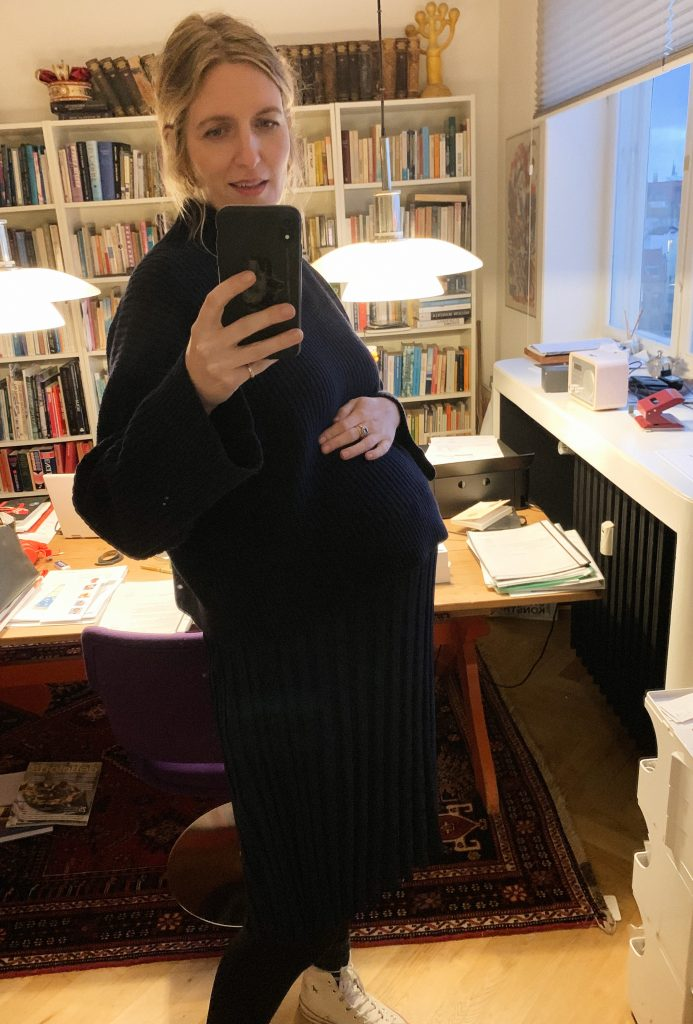 To_the_moon_honey_baby_bump_gravid_med_Mathilde_torp_mader_by_malene_birger_2-Coco_hotel_