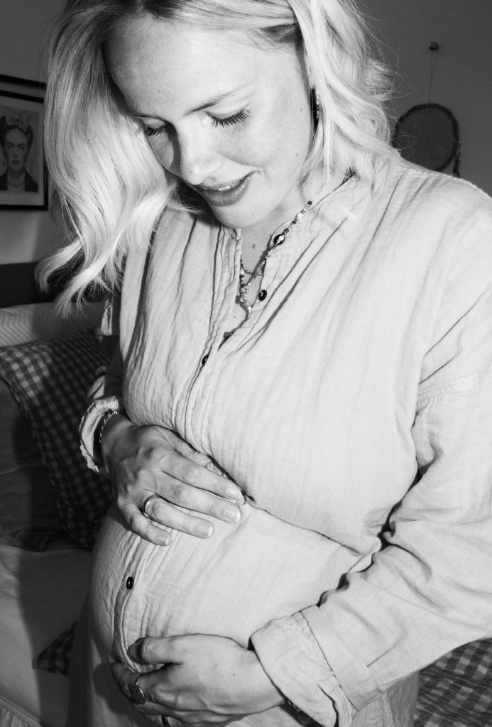To_The_moon_honey_baby_bump_cille_fjord_Liv_winthe